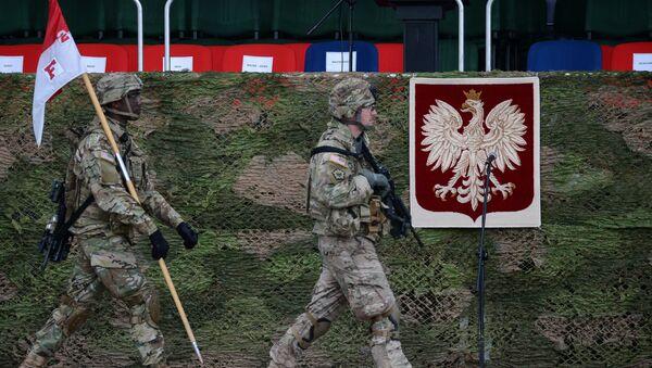 Амерички војници на церемонији дочека батаљона НАТО-а под руководством САД у пољском Ожишу - Sputnik Србија