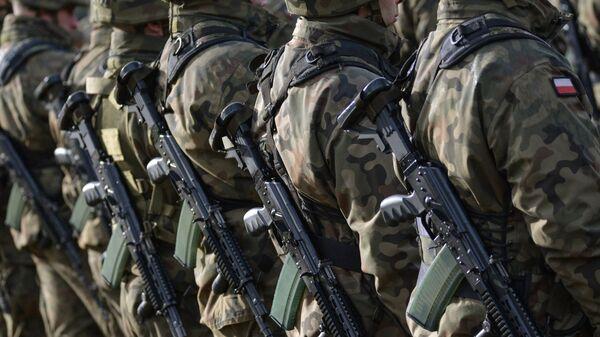Пољски војници на церемонији дочека батаљона НАТО-а под руководством САД у пољском Ожишу - Sputnik Србија