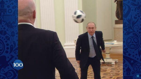 Путин и Инфантино играју фудбал - Sputnik Србија