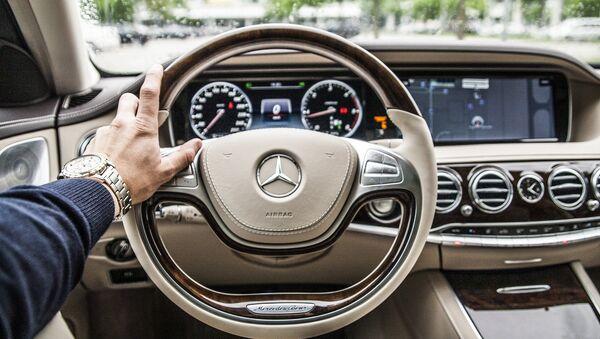 Mercedes - Sputnik Srbija