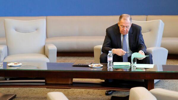 Ministar spoljnih poslova Rusije Sergej Lavrov pre konferencije za medije u sedištu Ujedinjenih nacija u Ženevi - Sputnik Srbija