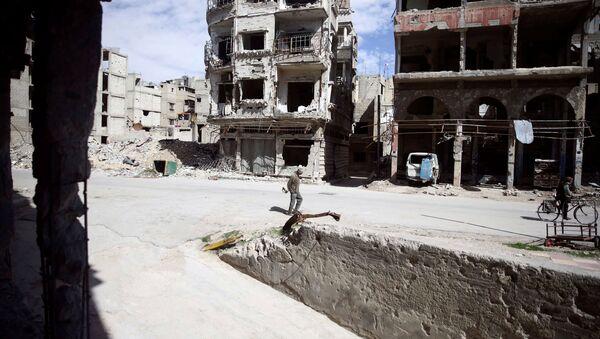 Stanovnici zauzetog grada Duma u Istočnoj Guti u Damasku - Sputnik Srbija