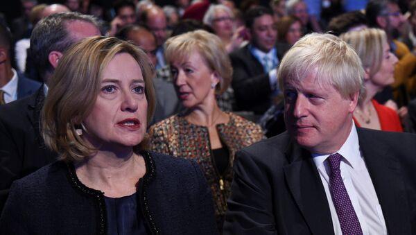Britanska ministarka unutrašnjih poslova Amber Rad i ministar spoljnih poslova Boris Džonson na konferenciji Konzervativne partije u Mančesteru - Sputnik Srbija