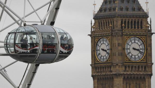 Pogled na Londonsko oko i Big Ben u Londonu - Sputnik Srbija