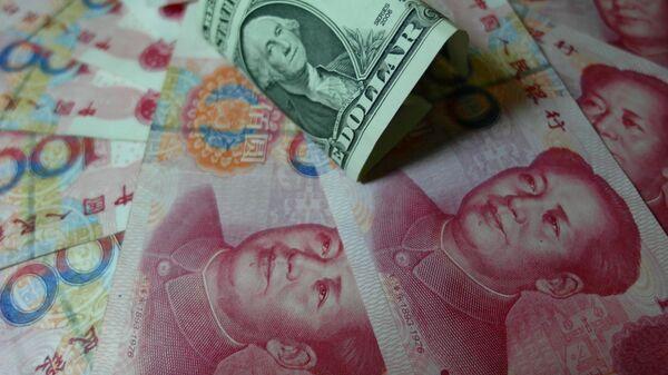 Кинески јуан и амерички долар - Sputnik Србија