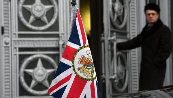 Zastava Velike Britanije ispred Ministarstva inostranih poslova Rusije  - Sputnik Srbija