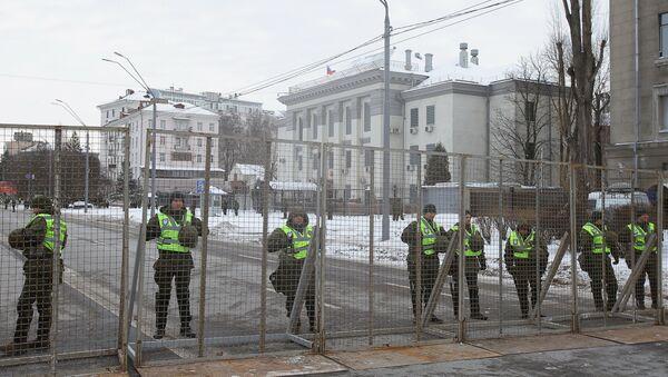 Украјина блокирала приступ руској амбасади у Кијеву - Sputnik Србија