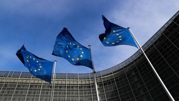 Zastave Evropske unije ispred zgrade Evropske komisije u Briselu - Sputnik Srbija