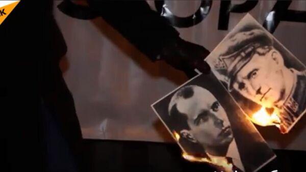 Poljski nacionalisti spalili su portrete Bandere i Šuheviča - Sputnik Srbija