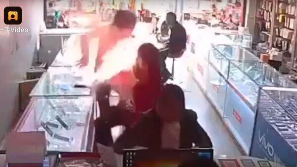 Eksplozija mobilnog telefona u Kini - Sputnik Srbija