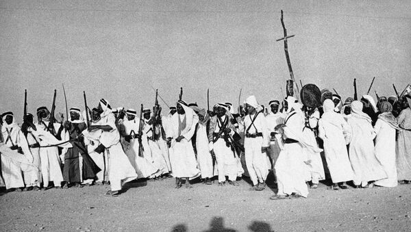Арапи са пушкама и сабљама плешу на дочеку Абдулаха од Трансјорданије на састанак са саудијским краљем Ибн Саудом 4.јула 1948. - Sputnik Србија