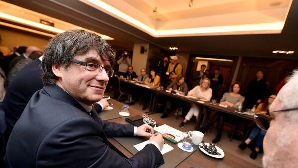 Bivši predsednik Katalonije Karles Pudždemon na sastanku u Briselu - Sputnik Srbija