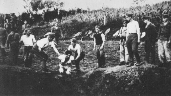 Ustaški stražari ubijaju zatvorenike u logoru Jasenovac za vreme Drugog svetskog rata - Sputnik Srbija