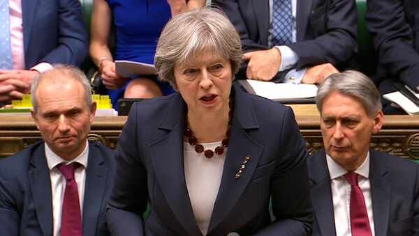 Britanska premijerka Tereza Mej obraća se parlamentu - Sputnik Srbija