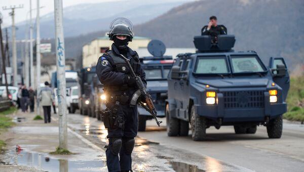 Policija tzv. Kosova pored puta blizu Kosovske Mitrovice - Sputnik Srbija