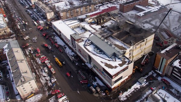 Здание торгового центра Зимняя вишня в Кемерово, где произошел пожар - Sputnik Србија