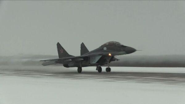 Палубни ловац МиГ-29К се спрема за лет у зимским условима - Sputnik Србија