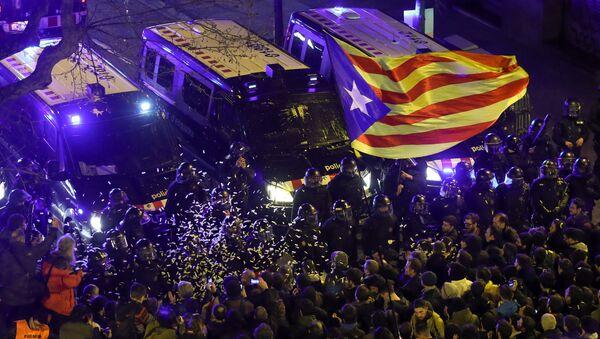 Sukobi naroda i policije u Barseloni - Sputnik Srbija