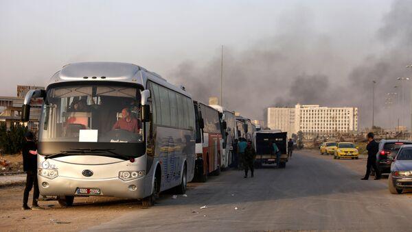 Конвој аутобуса са терористима и члановима њихових породица у предграђу Џобара у Дамаску - Sputnik Србија