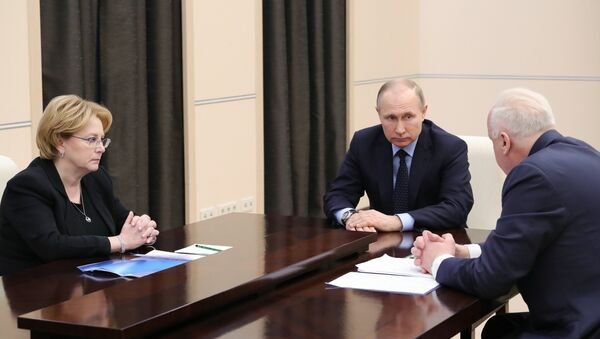 Predsednik Rusije Vladimir Putin tokom sastanka sa ministrom zdravlja Veronikom Skvorcovom i načelnikom Istražnog komiteta Aleksandrom Bastrikinom - Sputnik Srbija
