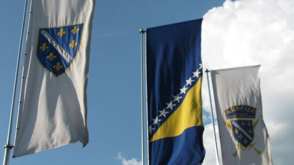 Bosanska zastava pored zasteva Bošnjačke vojske - Sputnik Srbija