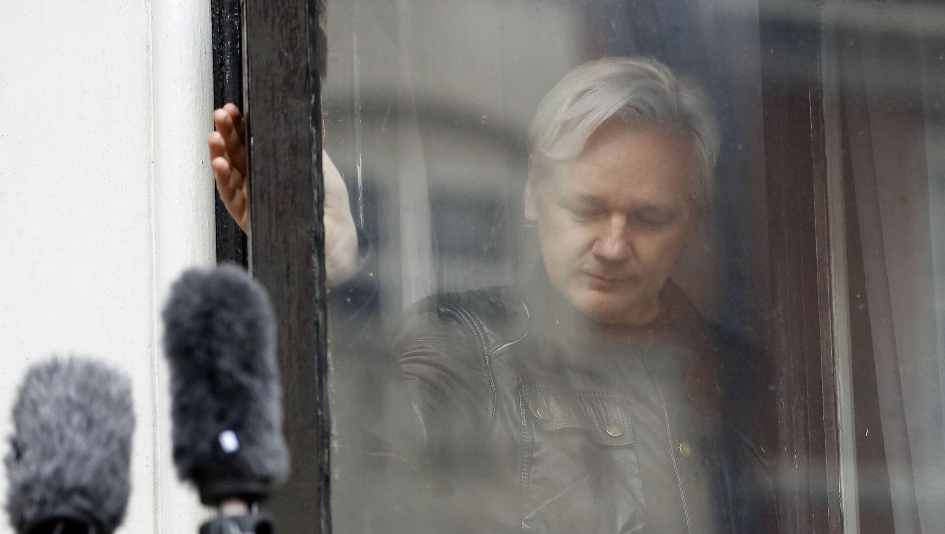 Оснивач Викиликса Џулијан Асанж у амбасади Еквадора у Лондону - Sputnik Србија, 1920, 08.02.2021