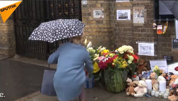 Građani Londona ispred Ambasade Rusije odaju počast žrtvama Kemerova - Sputnik Srbija