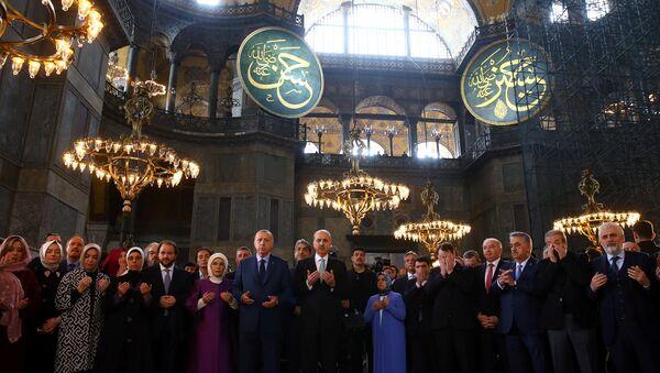 Redžep Tajip Erdogan sa pratnjom u Aja Sofiji - Sputnik Srbija