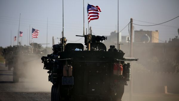 Конвој америчких оклопних возила у сиријском Манбиџу - Sputnik Србија