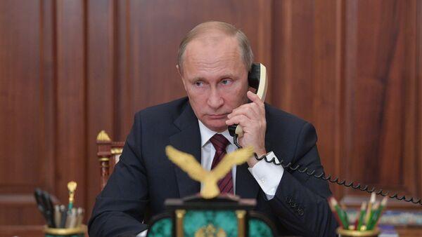 Председник Русије Владимир Путин током телефонског разговора - Sputnik Србија
