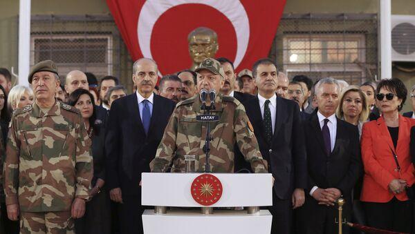 Председник Турске Реџеп Тајип Ердоган у униформи - Sputnik Србија