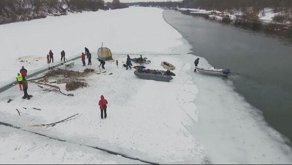 Kod Voronježa je 14 ljudi iz cele zemlje plovilo na zaleđenom Donu. - Sputnik Srbija