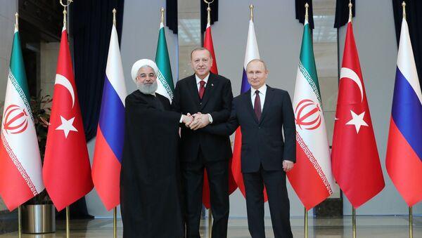 Predsednik Irana Hasan Rohani, predsednik Rusije Vladimir Putin i predsednik Turske Redžep Tajip Erdogan - Sputnik Srbija