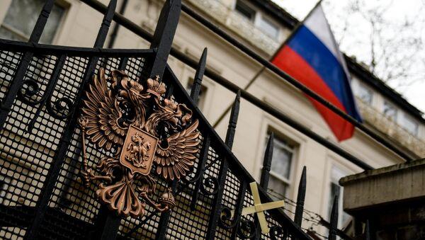 Грб на згради амбасаде Русије у Лондону - Sputnik Србија