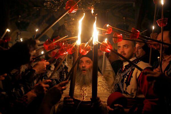 Свештеници на служби у манастиру Св. Јован Крститеља код Маврова у Македонији - Sputnik Србија
