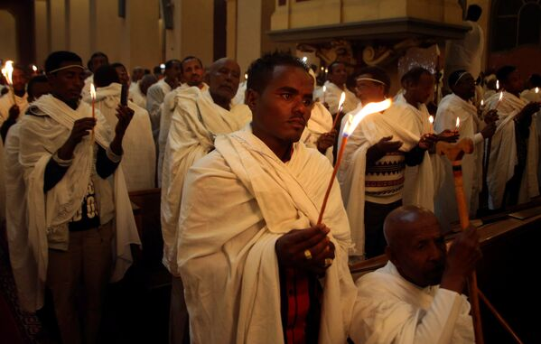 Етиопски православци на ускршњој служби у православној цркви Свете Тројице у Адис Абеби - Sputnik Србија