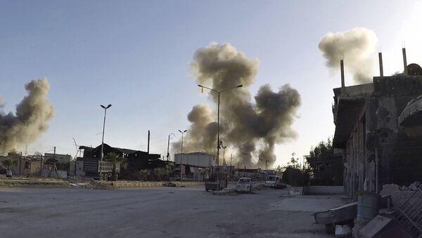 Dim nakon vazdušnog napada na sirijski grad Duma - Sputnik Srbija