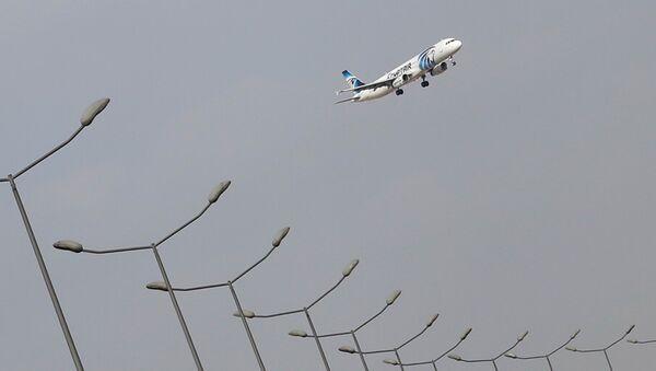 Avion sleće na aerodrom u Kairu - Sputnik Srbija