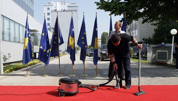 Zastave EU i tzv. Kosova u Prištini - Sputnik Srbija