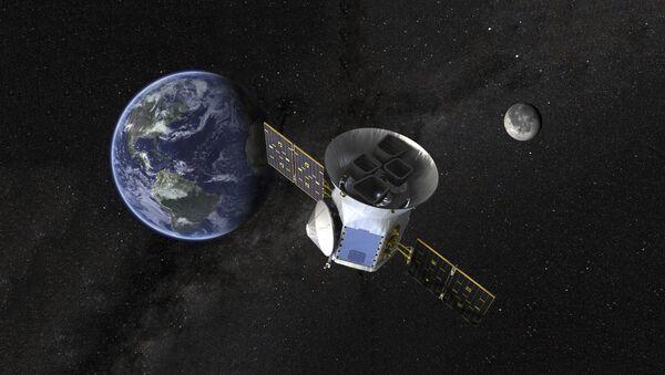 Satelit u orbiti i planeta zemlja - Sputnik Srbija