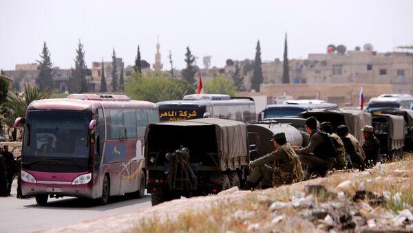 Autobusi prevoze pobunjenike i njihove porodice iz Dume u sirijskoj Istočnoj Guti. - Sputnik Srbija