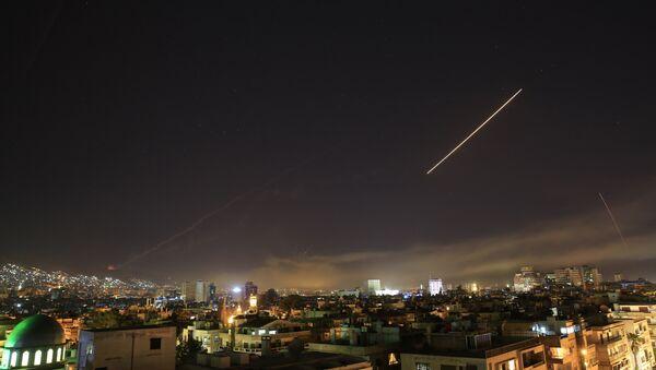 ПВО изнад Дамаска након напада на Сирију 14. априла - Sputnik Србија