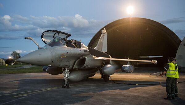 Francuski avion se sprema za napad na Siriju - Sputnik Srbija