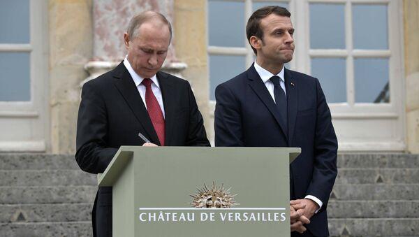 Председник Русије Владимир Путин и преседник Француске Емануел Макрон у Паризу - Sputnik Србија