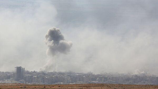 Дым от взрыва в сирийском городе Дума - Sputnik Србија