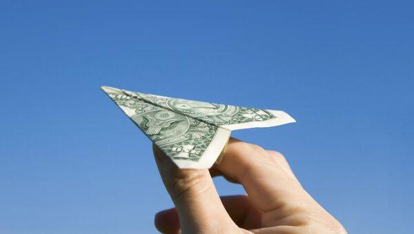 Оригами авион од новчанице долара - Sputnik Србија