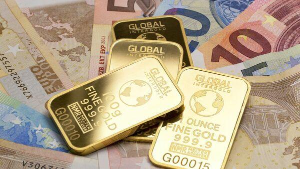 Zlatne poluge i novac - Sputnik Srbija