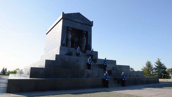Spomenik Neznanom junaku na Avali  - Sputnik Srbija