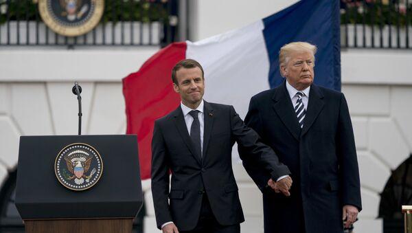 Председник Француске Емануел Макрон и председник САД Доналд Трамп - Sputnik Србија