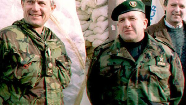 Архивска фотографија: Атиф Дудаковић /десно/ са командантом снага УН у Босни Мајклом Роузом /лево/ - Sputnik Србија